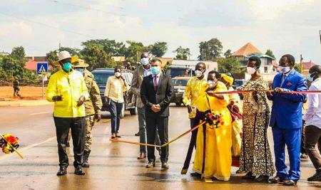 Mubende- kakumiro-Kagadi road commissioned